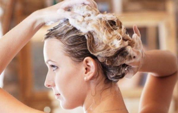 Bien choisir votre shampooing antipelliculaire en 5 conseils