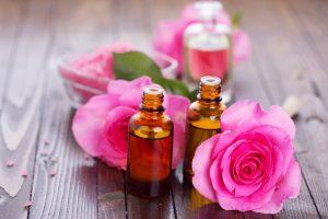Huile essentielle de rose : propriétés et vertus