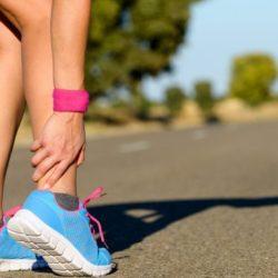 Prévenir une tendinite de la cheville : les sports et habitudes à éviter